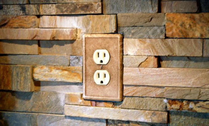 Power Outlet on Backsplash