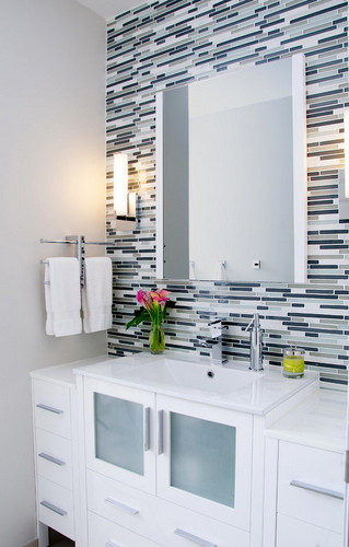 Tile accents in your bathroom