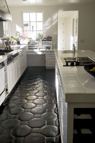 Black tile floors kitchen for Black floor tiles for kitchen
