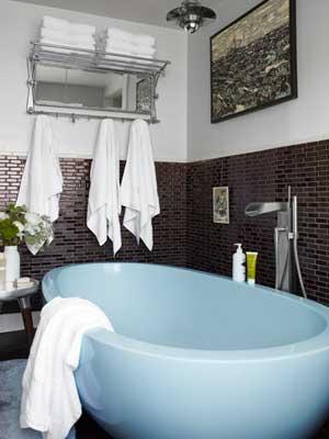 blue-bathtub